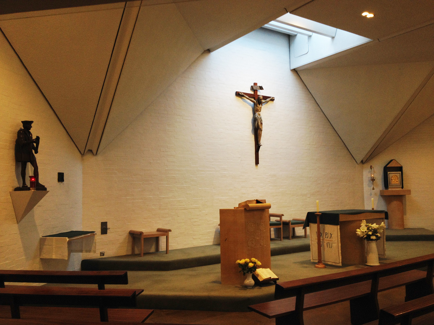 ♱ 11.00am Sunday Mass (sung) at the Chapel of St Thomas More Oxford University Chaplaincy